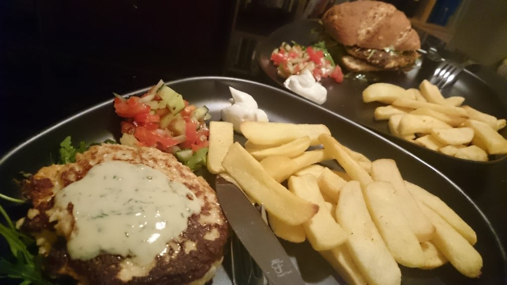 Die fertigen Lachsburger